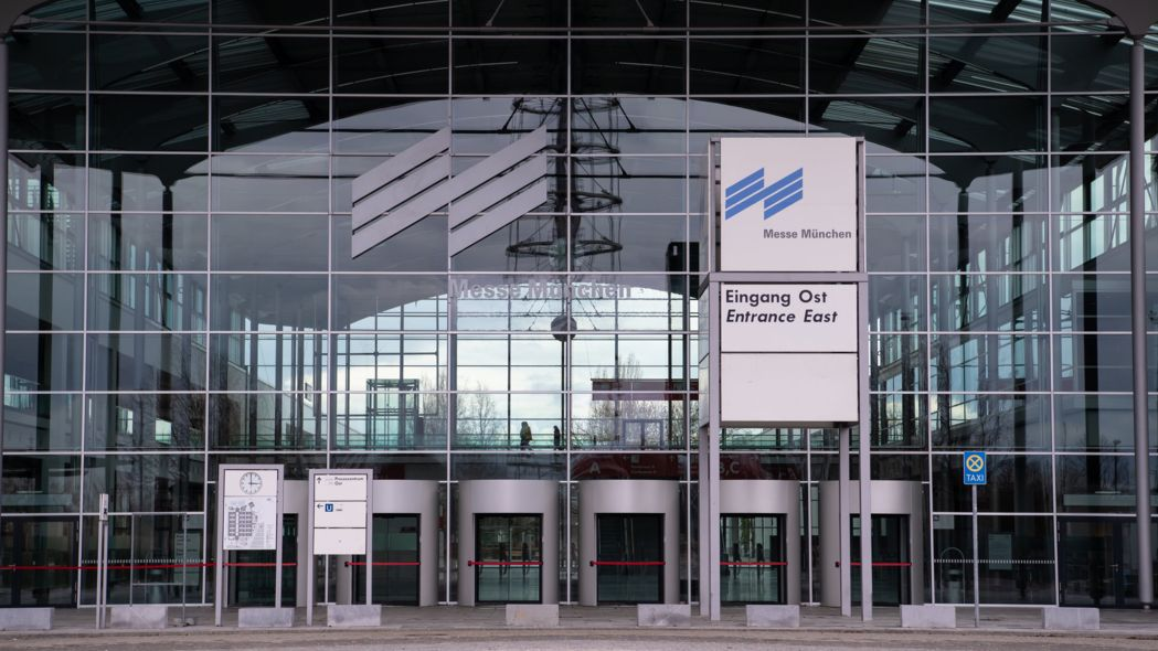 Der Eingang Ost zum Gelände der Messe München
