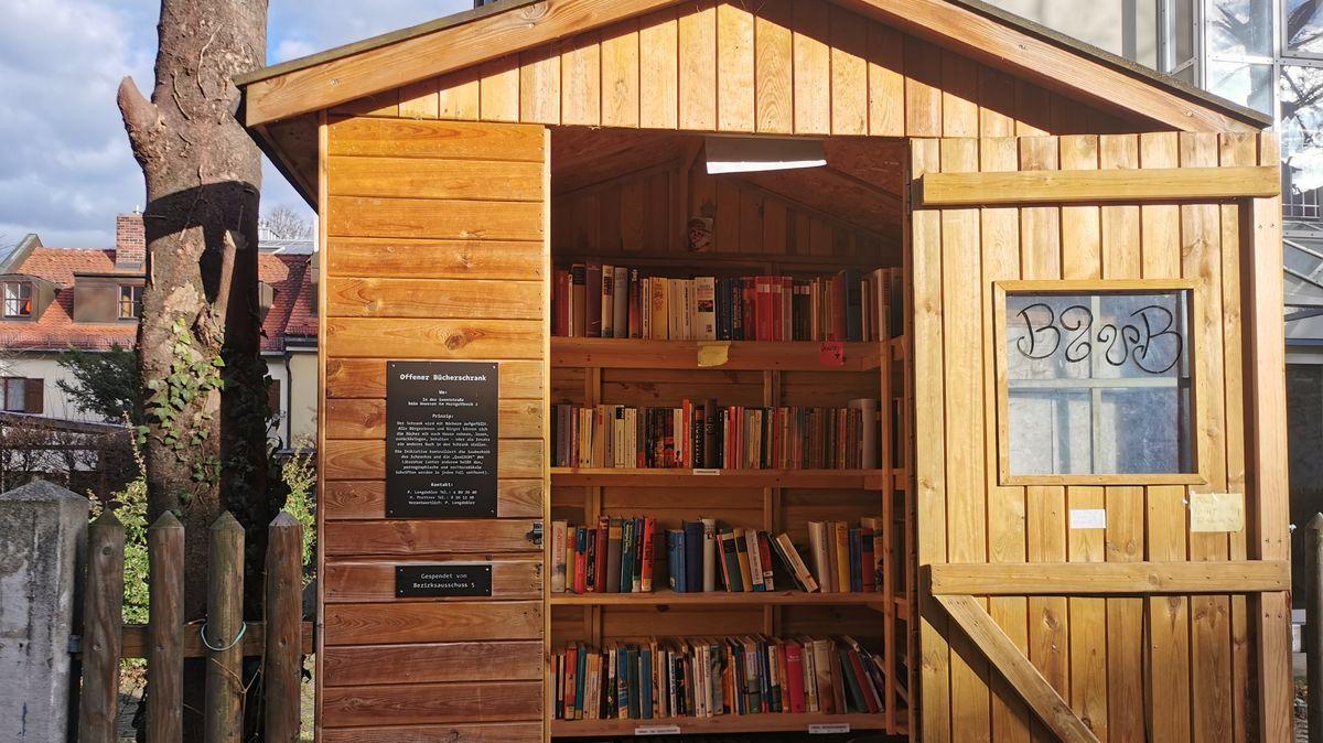 Das Bücherhäuschen in der Au ist etwas versteckt und steht am Herrgottswinkel 2.