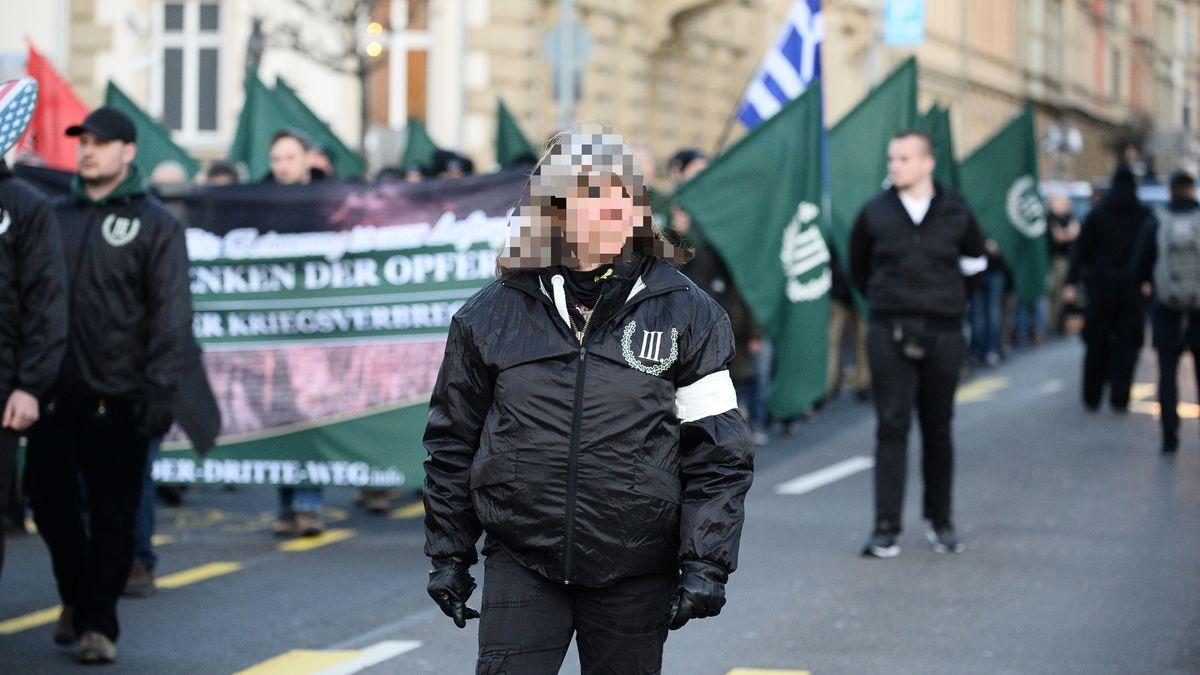 Susanne G. als Ordnerin bei einer Neonazi-Demonstration 2020 in Bamberg