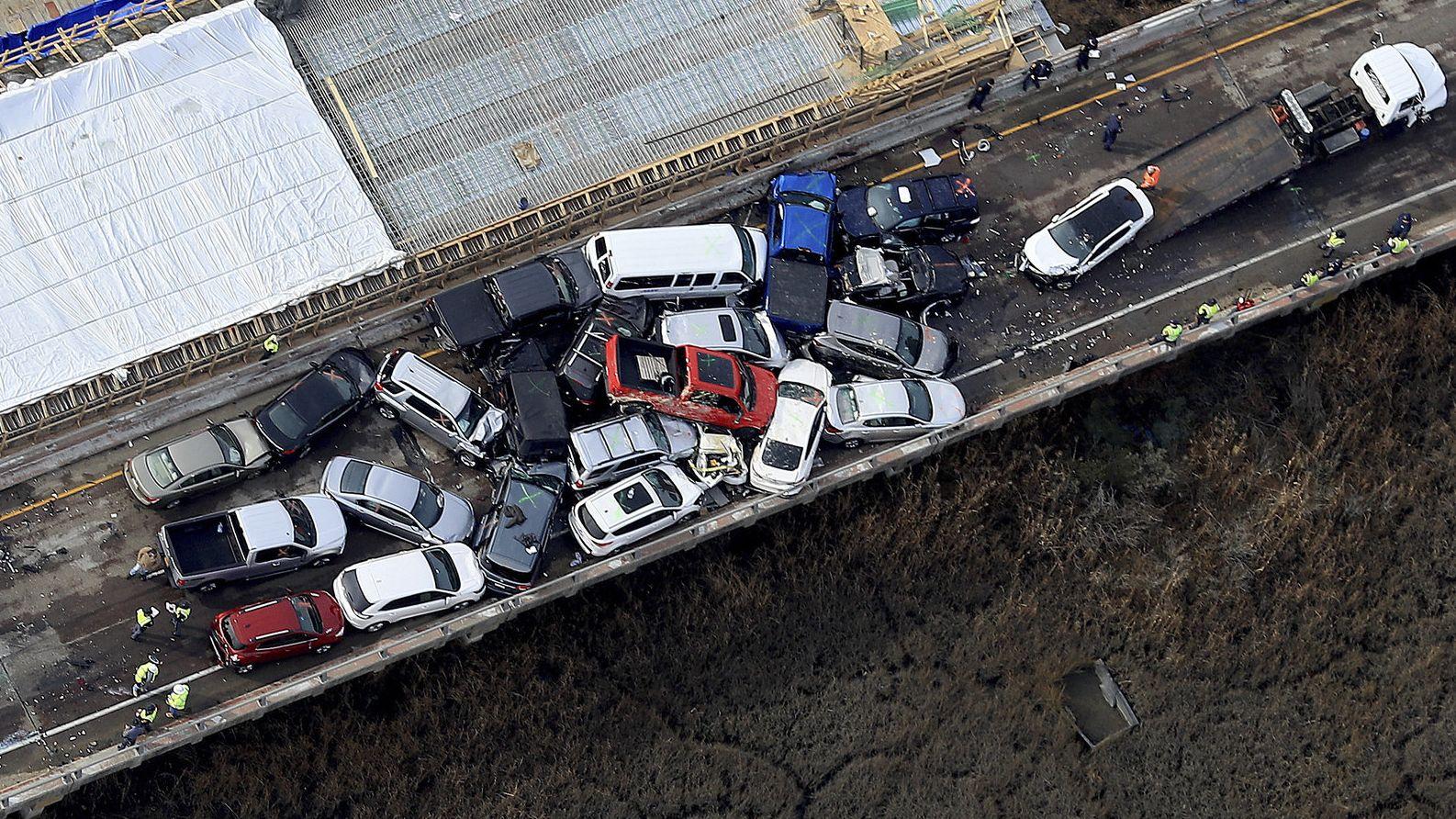 Im US-Bundesstaat Virginia hat sich am frühen Morgen Ortszeit ein schwerer Unfall ereignet. Mehr als 60 Fahrzeuge krachten ineinander. Viele Menschen wurden verletzt. Die Blechschäden sind enorm.