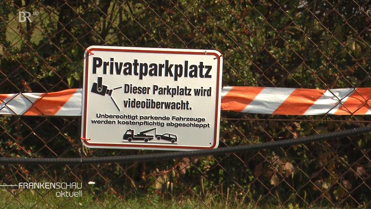 Videoüberwachter Privatparkplatz an einer Postfiliale in Marktheidenfeld