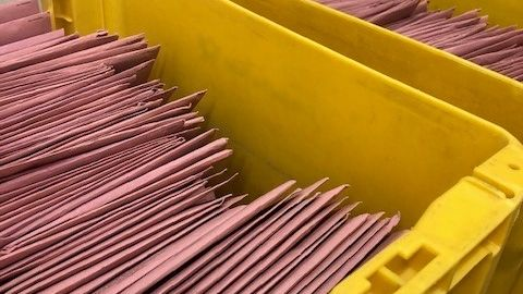 Hunderte Briefe kommen täglich im Deggendorfer Rathaus für die Wahl an.