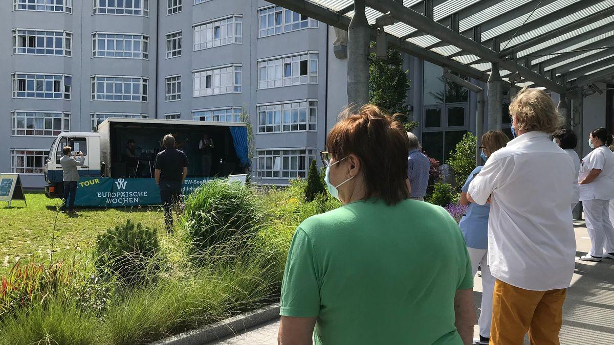Die mobile Bühne der Europäischen Wochen machte Halt am Klinikum Passau.