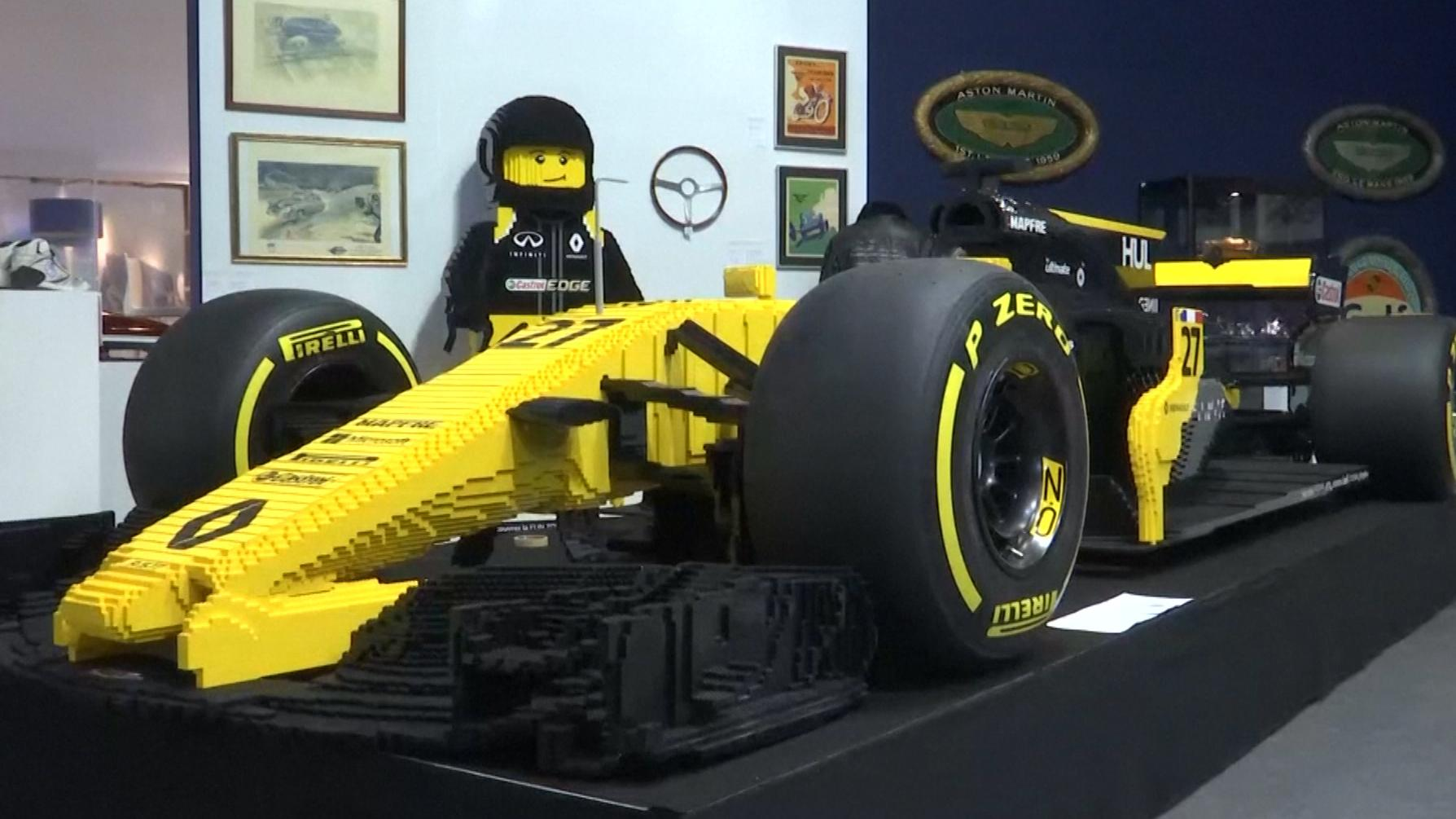 Ein Auto bestehend aus 313.000 Legosteinen.