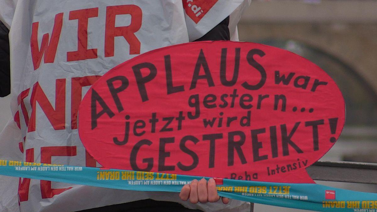 Bild von Schild während des Protests