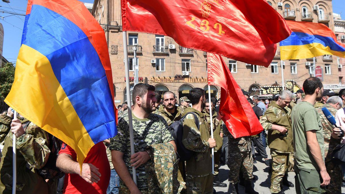 Kriegsfreiwillige sammeln sich in Jerewan