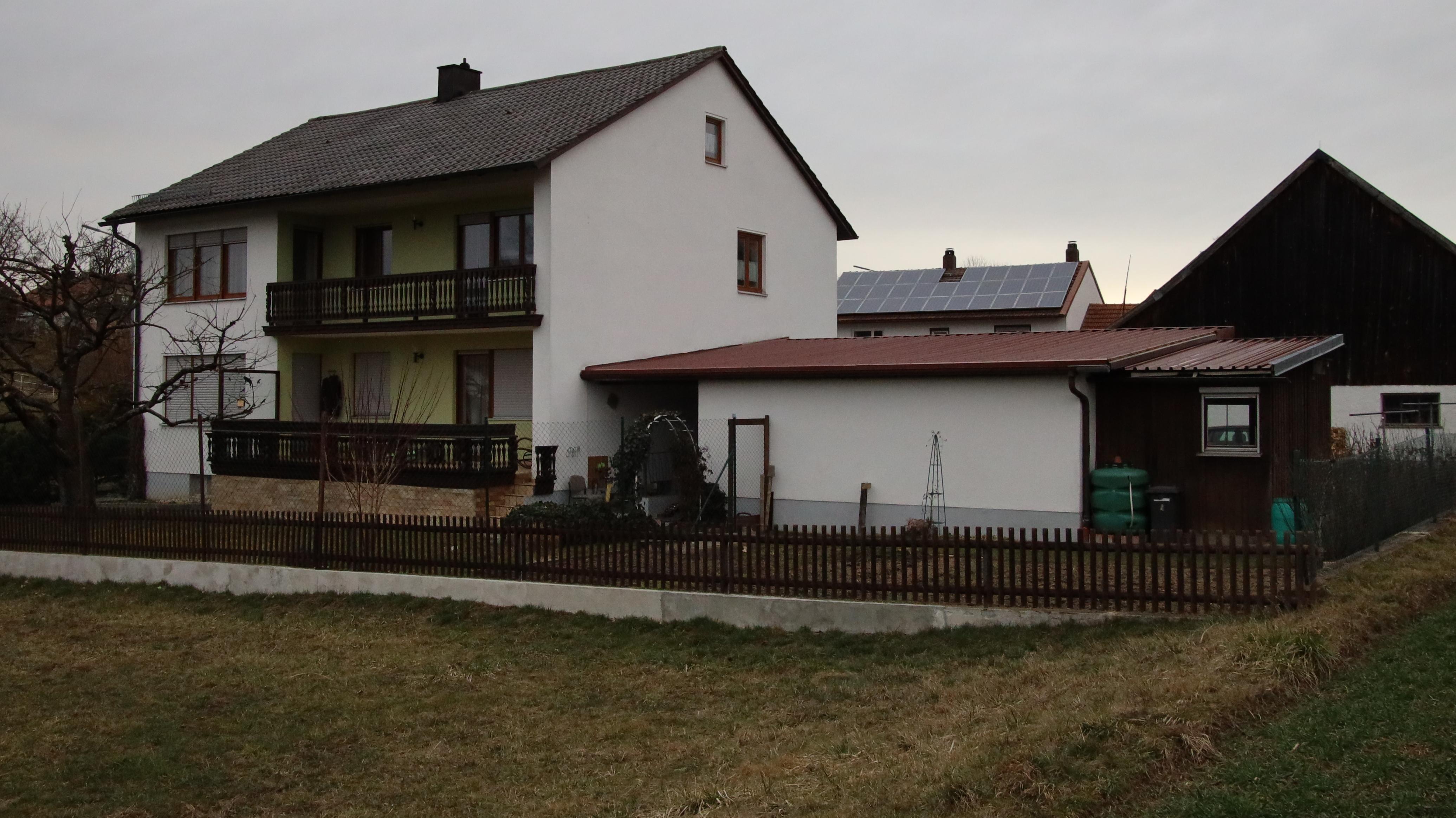 Das Einfamilienhaus am Ortsrand von Ascholtshausen. Hier soll sich die schreckliche Tat zugetragen haben