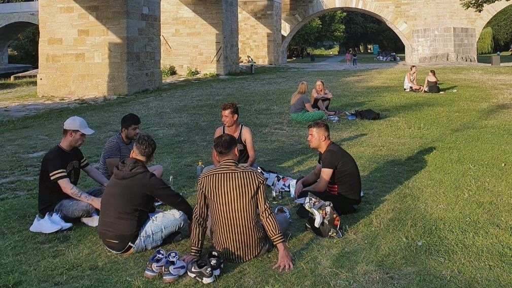 Beliebter Treffpunkt junger Menschen: die Jahninsel in Regensburg