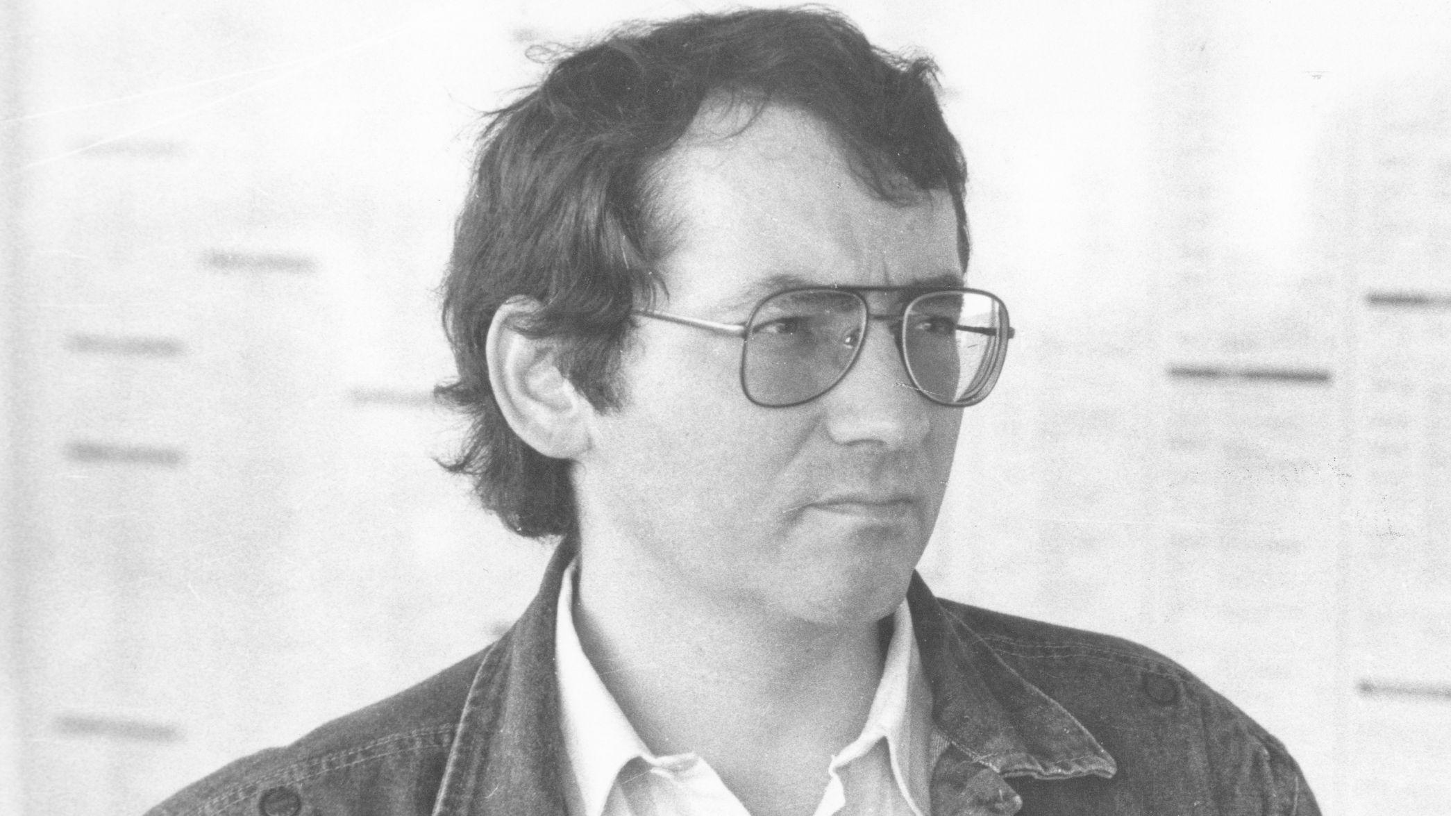 Ein Schwarz-Weiß-Foto des Krimiautors Jörg Fauser