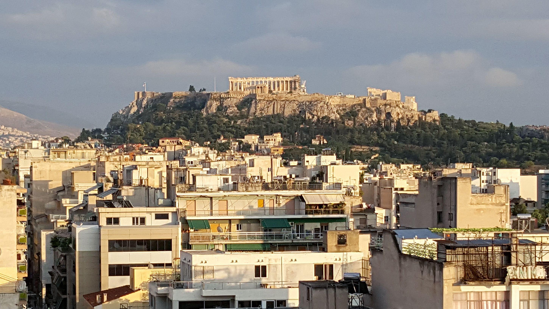 Archivbild: Stadtansicht Athen mit Akropolis / Ein Erdbeben hat die griechische Hauptstadt am 19.07.2019 erschüttert.