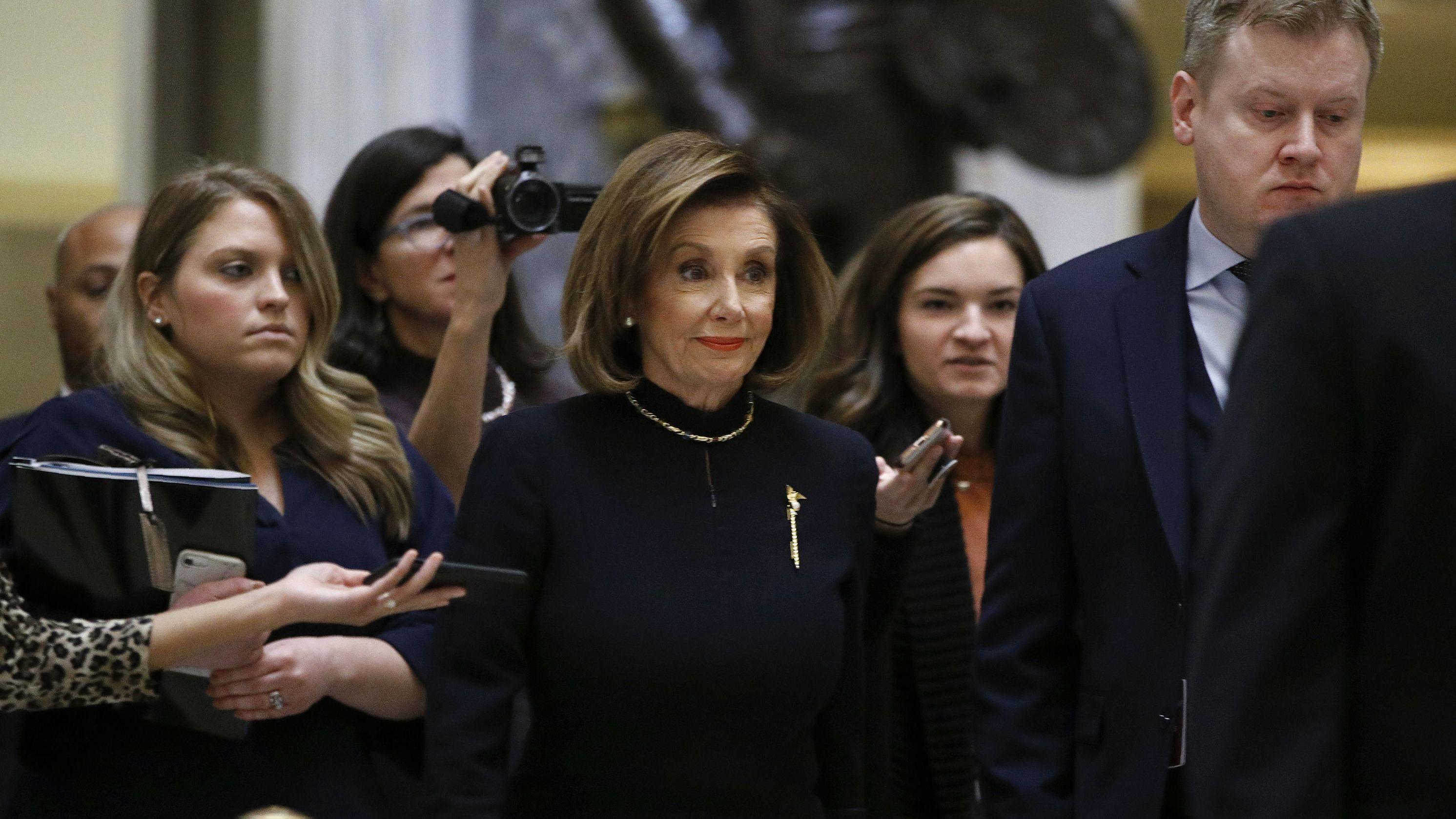 Nancy Pelosi, Sprecherin des US-Repräsentantenhauses, vor der Abstimmung über die Eröffnung eines Impeachment-Verfahrens gegen Trump.