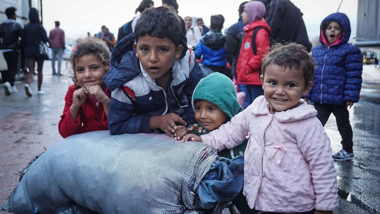 Flüchtlingskinder im Hafen von Piräus