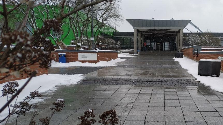 Blick auf den Eingangsbereich des Bayreuther Klinikums.