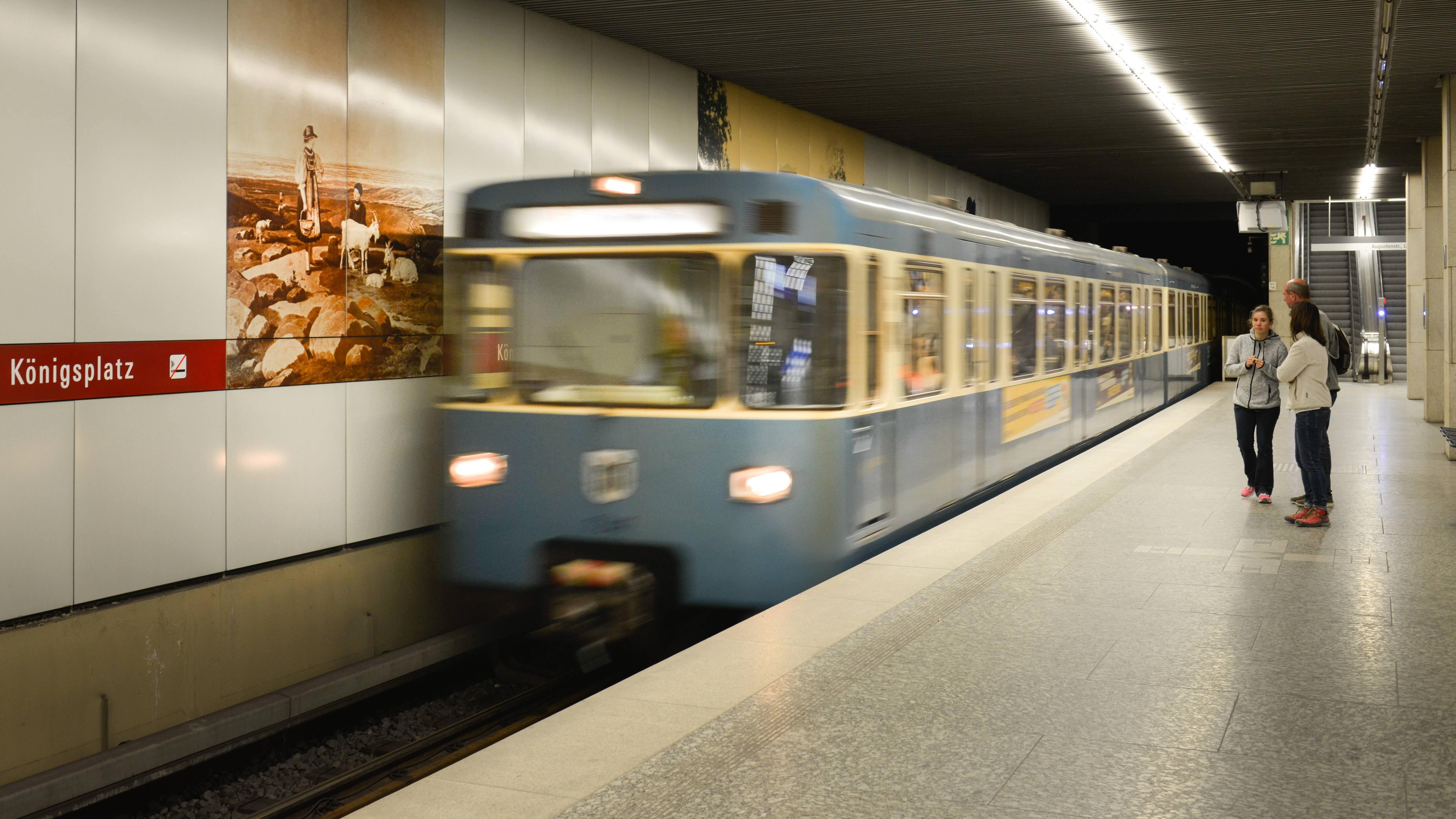 Münchner U-Bahn am Königsplatz