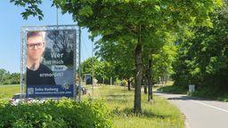 Mit einem Plakat sucht die Polizei in Bayreuth nach dem Mörder von Daniel W.. | Bild:BR/Ulla Küffner