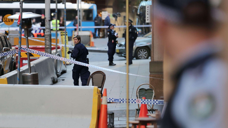 Sydney, 13.08.2019: Polizisten am Tatort der Messerattacke