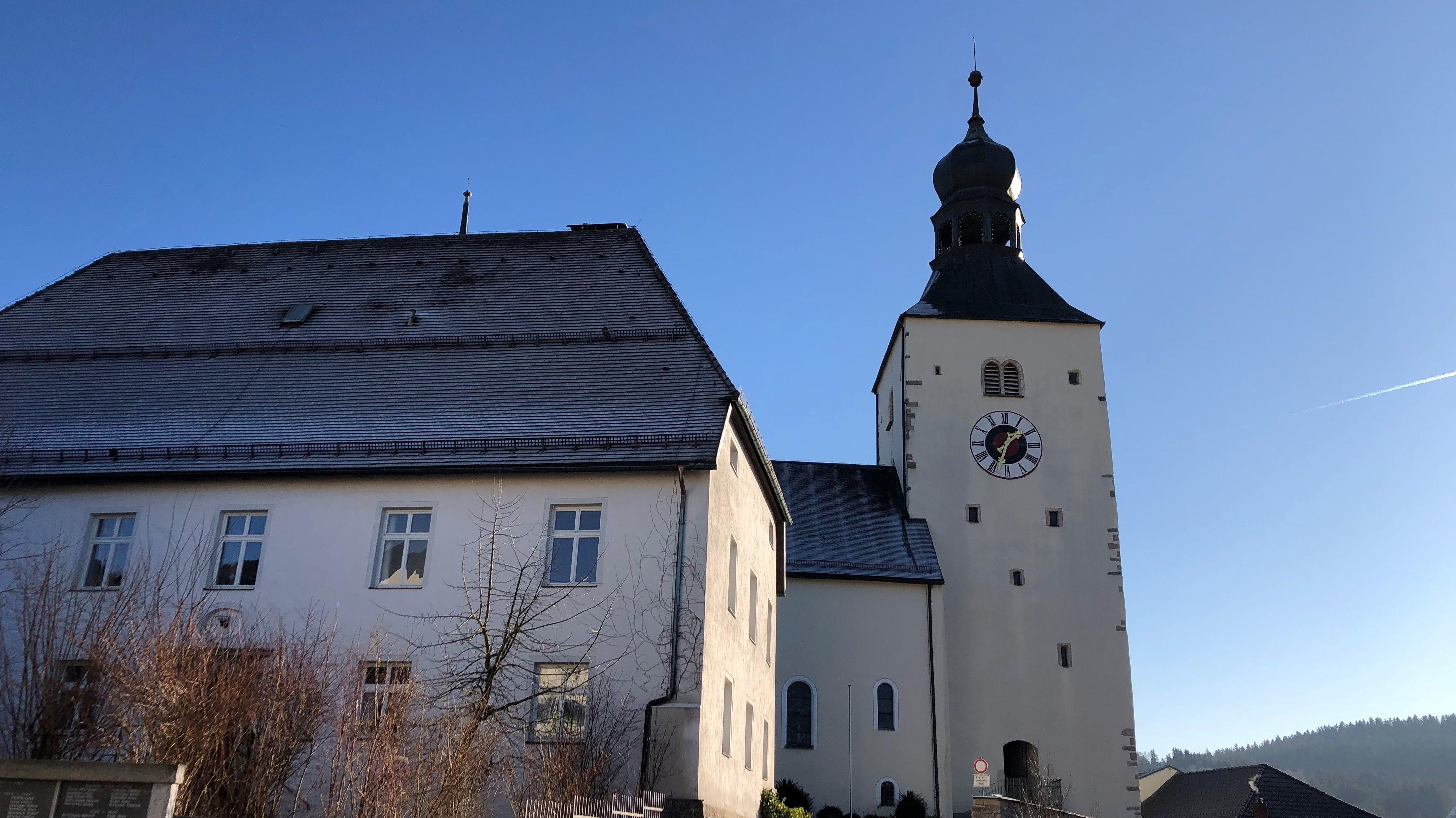 Kirchturm der Stadtpfarrkirche St. Michael in Regen