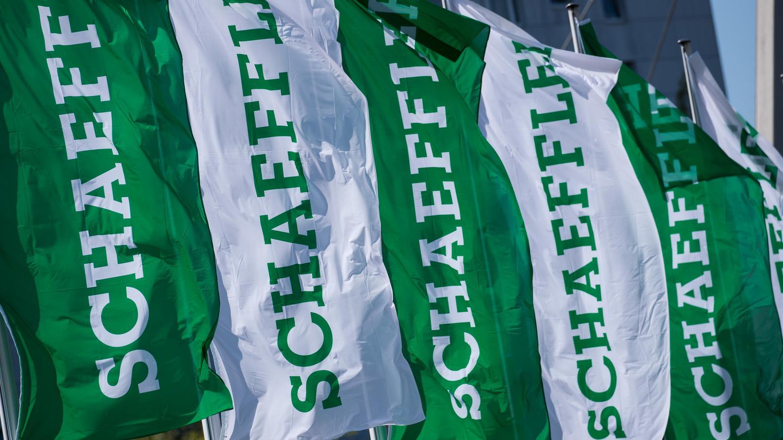 Fahnen mit dem Logo von Schaeffler