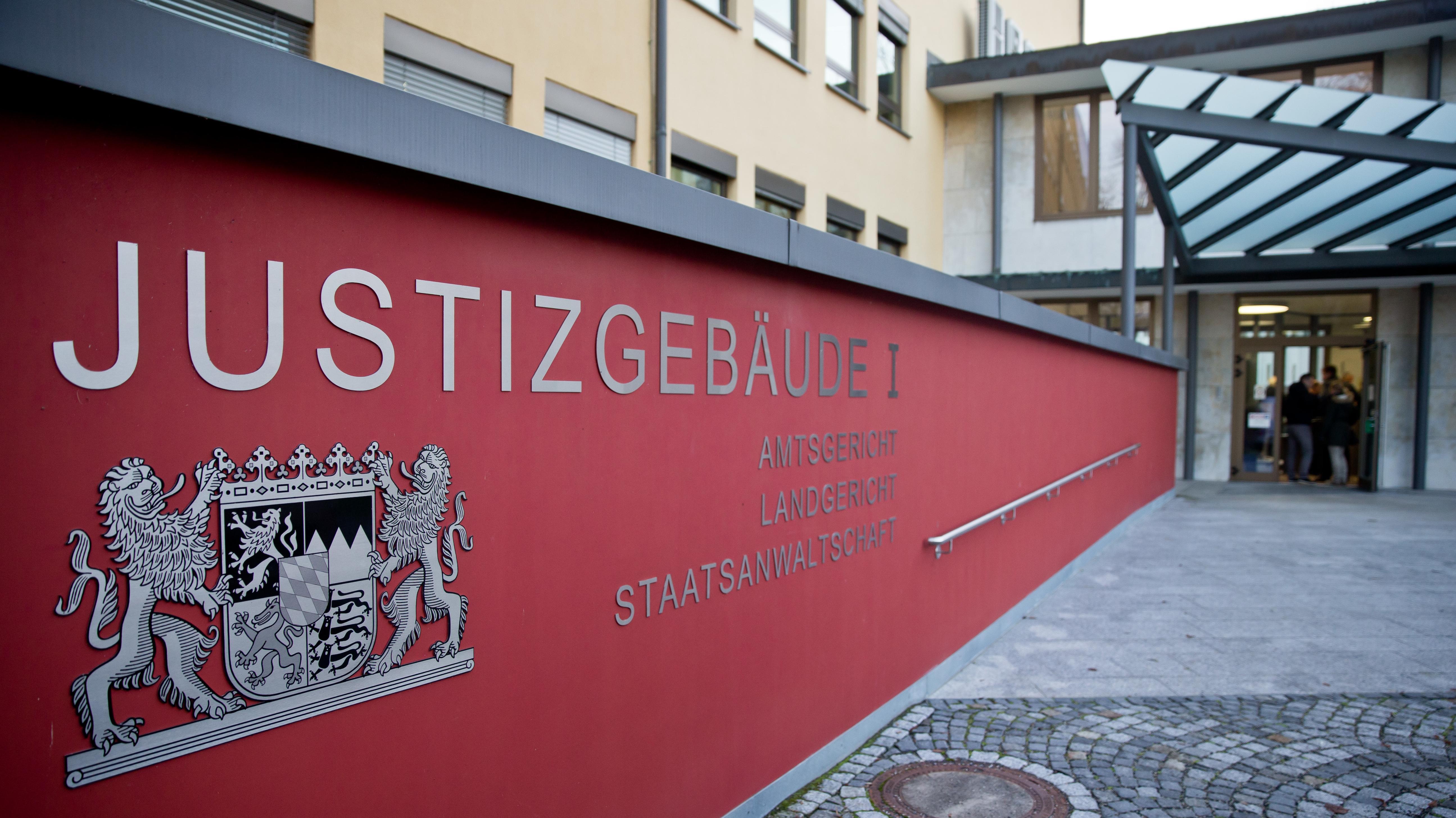 Der Eingang zum Landgericht Coburg.