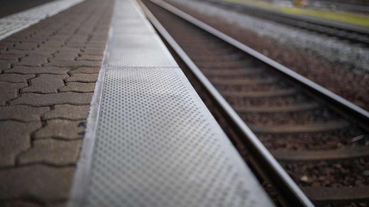Bahnsteigkante an einem S-Bahnhof (Symbolbild).