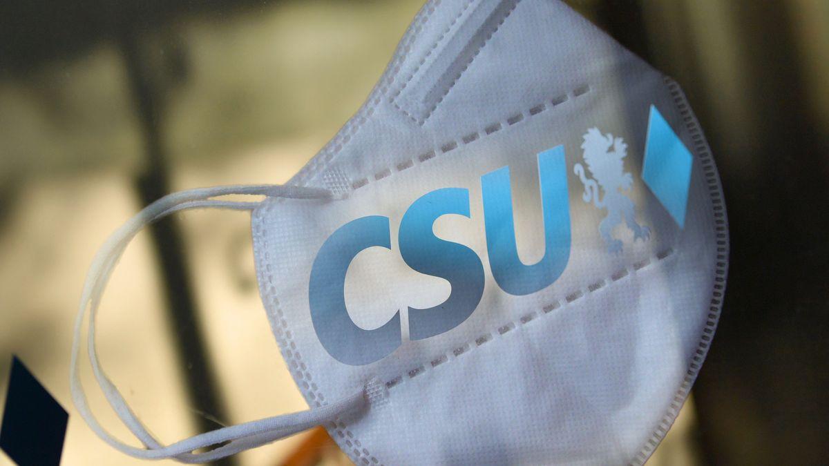 Maske mit CSU-Logo