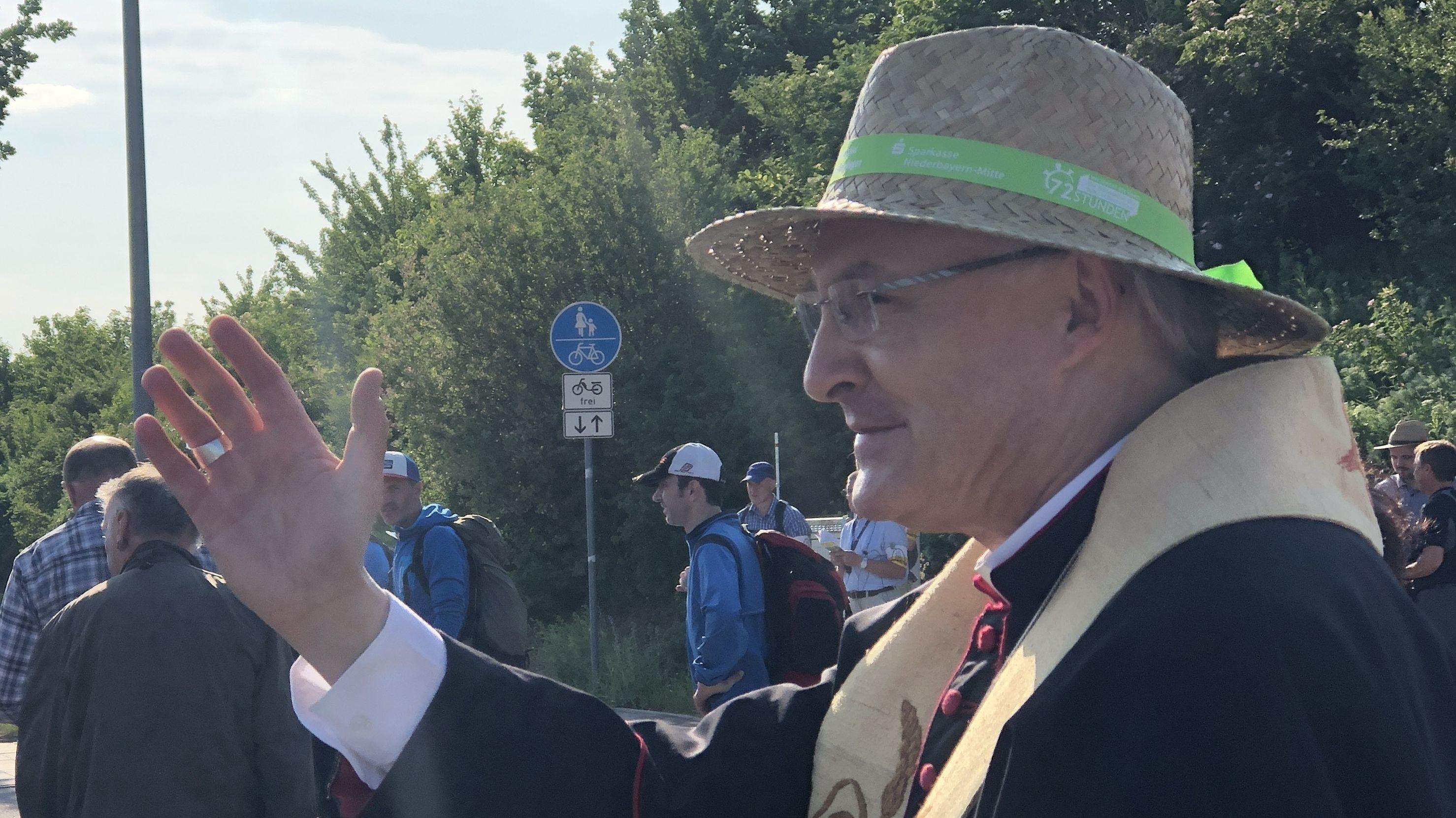 Bischof Voderholzer bei der Fußwallfahrt im vorigen Jahr