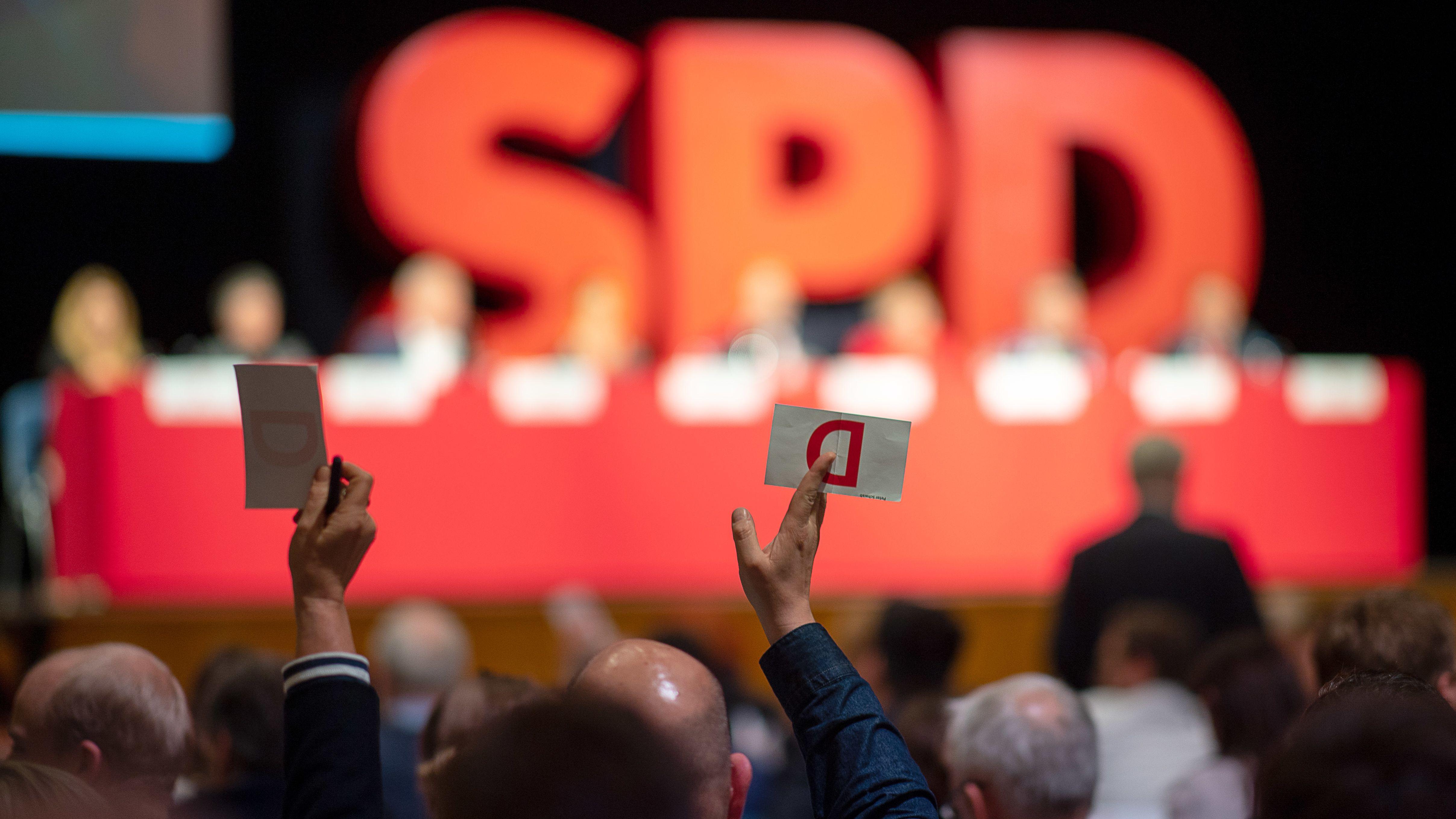 Delegierte stimmen beim Landesparteitag der SPD ab