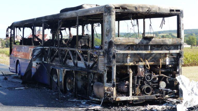 Omnibus in der Rhön ausgebrannt