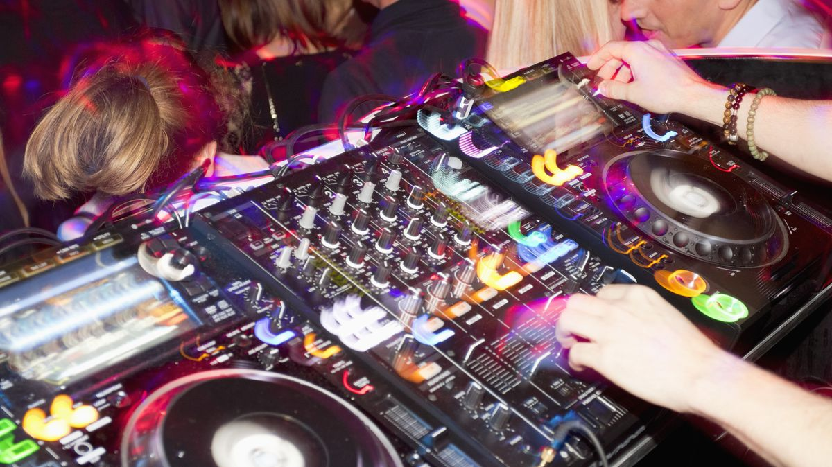 Mischpult in einer Disco. (Symbolbild)