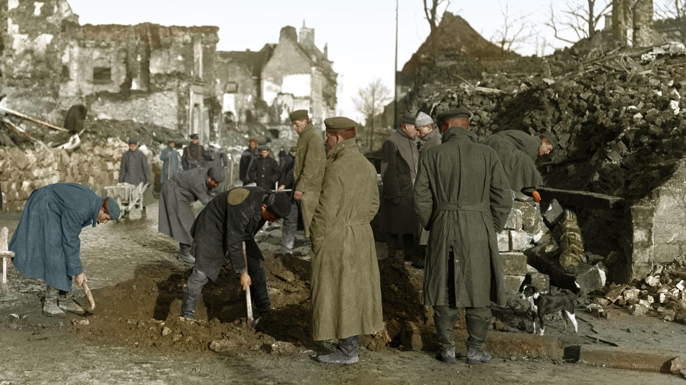 Zeitgenössisches Foto zeigt Szene in Bethune, Frankreich