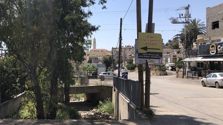 Grenzschild: Durch Barta'a verläuft die Grenze zwischen Israel und dem Westjordanland.