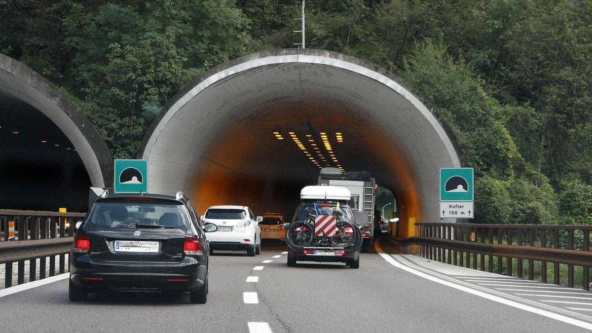 Einfahrt zum Kofler-Tunnel bei Bozen in Südtirol.