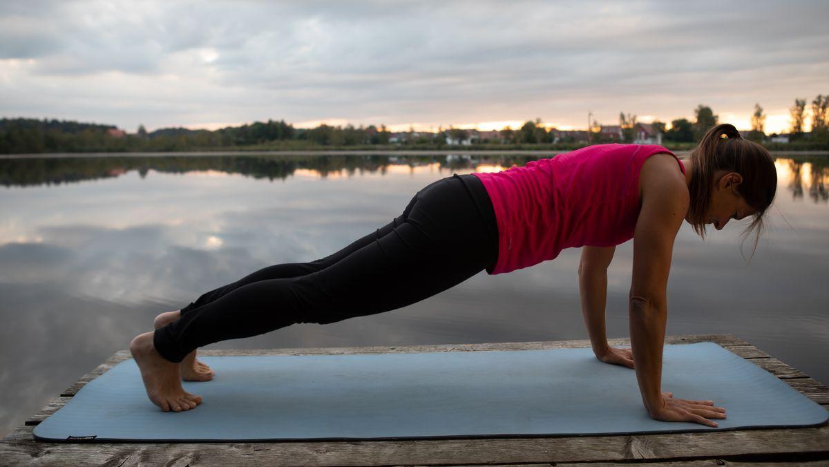 Vera Gloger bei einer Yoga-Übung
