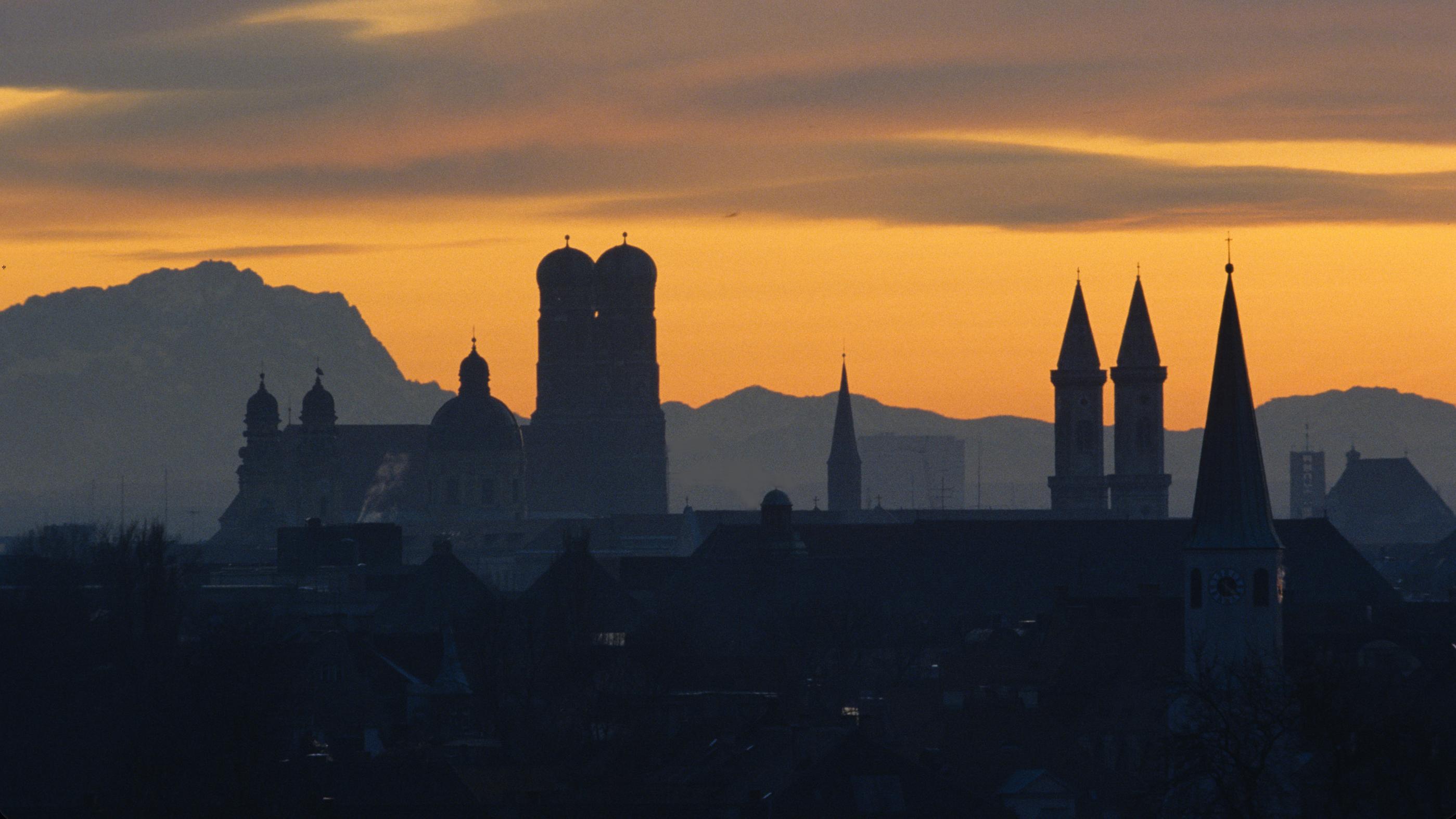 Silhouette des Münchner Frauenkirche.