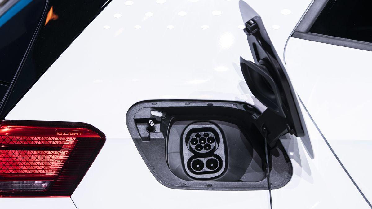 Tanken der Zukunft: Elektromobilität gilt als ökologische Lösung, muss aber noch ein paar Probleme bei der Herstellung lösen