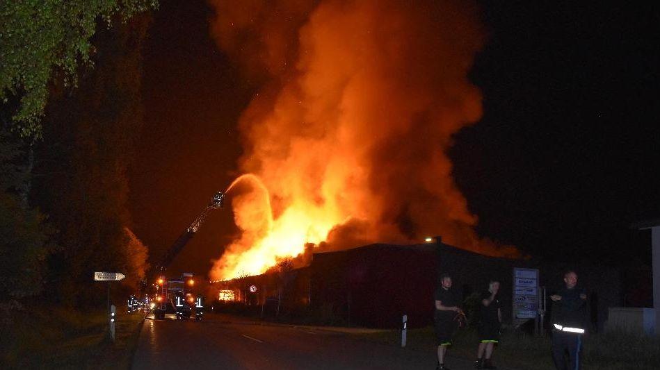 Millionenschaden bei Großbrand in Schönanger