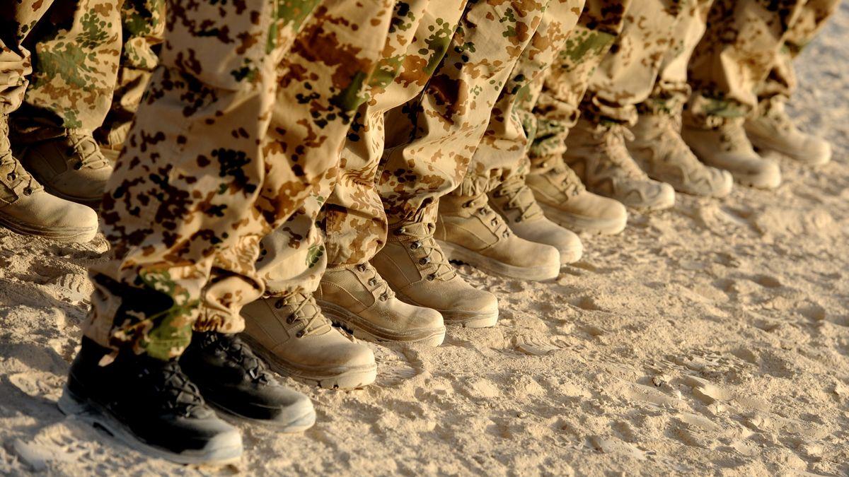 Bundeswehrsoldaten beim Appell in Afghanistan (Archivbild)