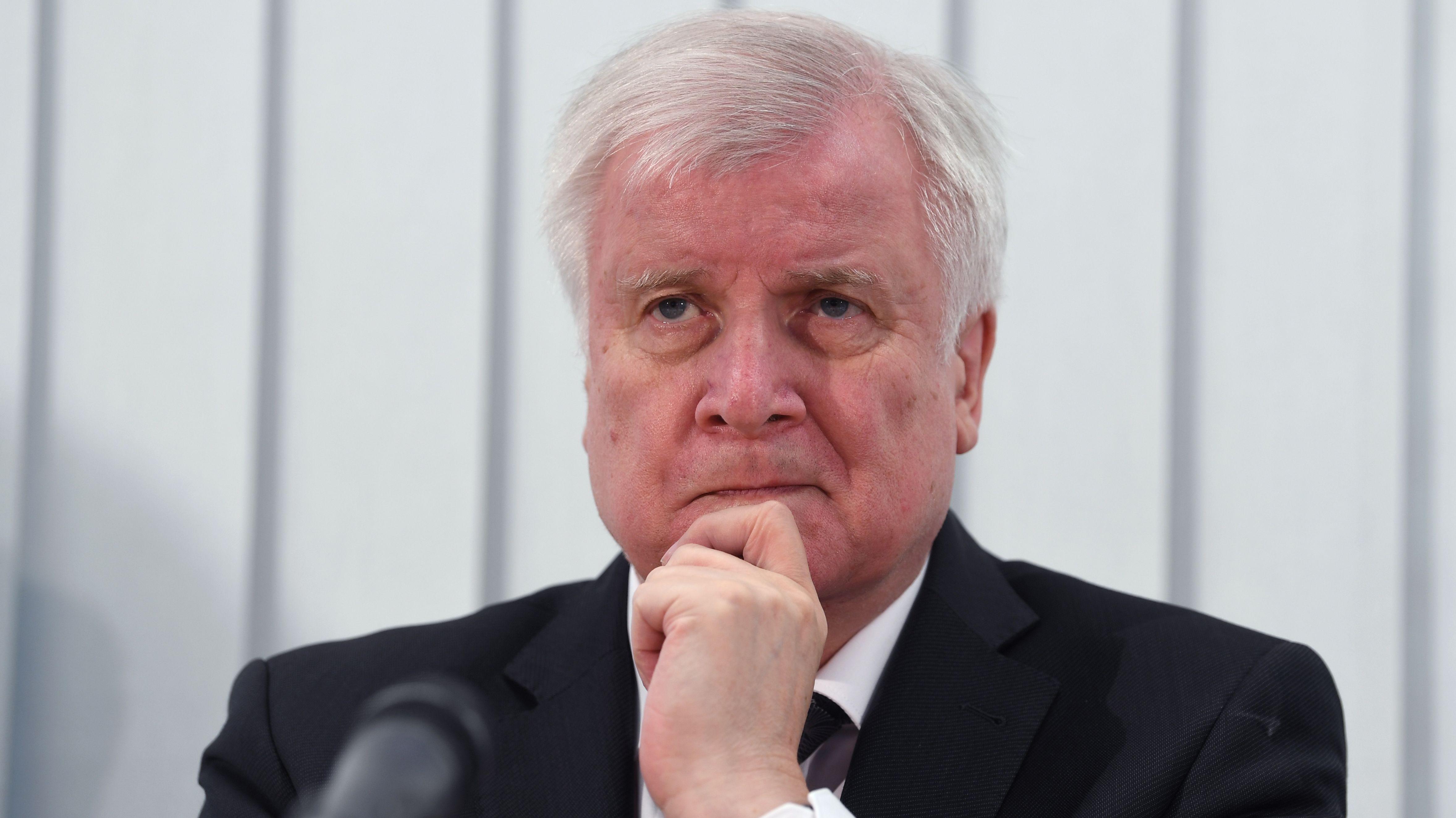 Halle, 10.10.2019: Horst Seehofer (CSU), Bundesinnenminister, bei einer Pressekonferenz zum Stand der Ermittlungen.