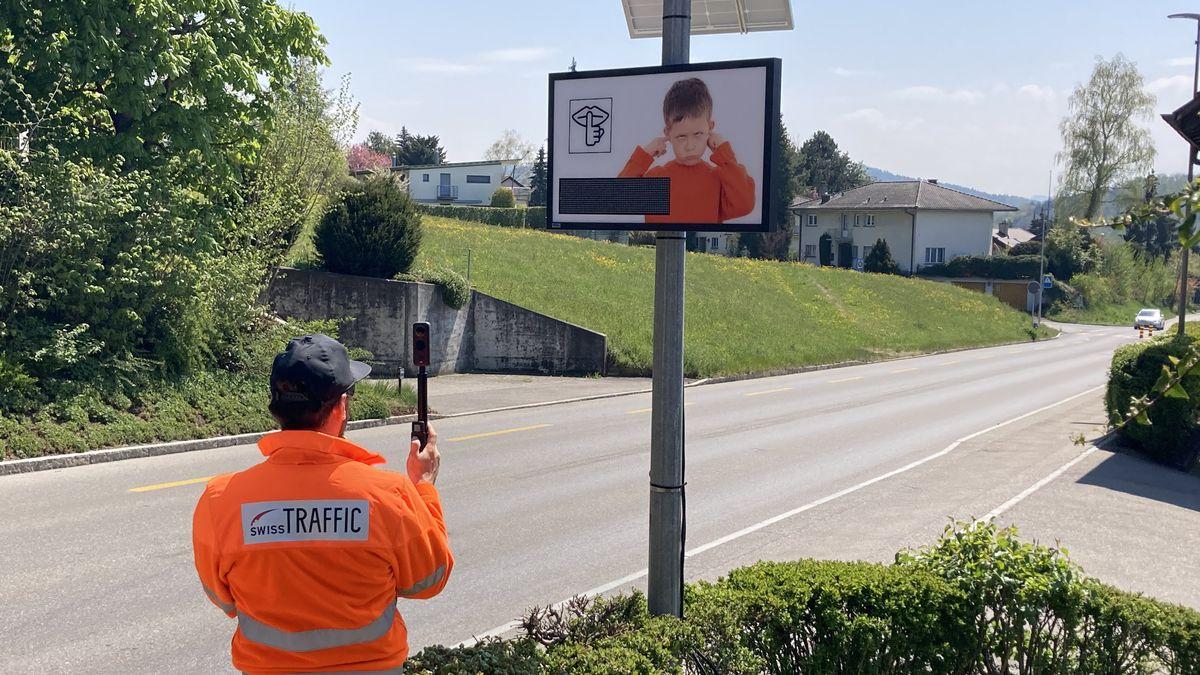 Lärm-Sensor in der Schweiz im Einsatz - noch handelt es sich um einen Prototypen.