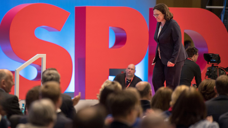 Andrea Nahles auf einer Parteitags-Bühne