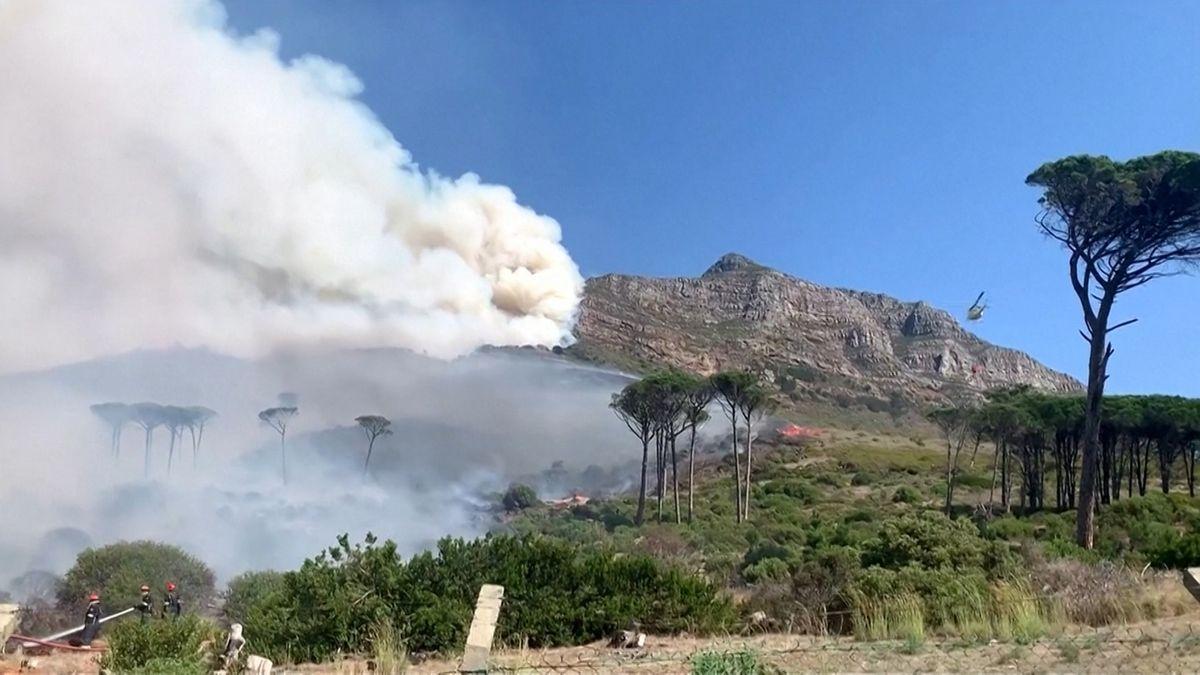 Brand am Tafelberg in Kapstadt/Südafrika