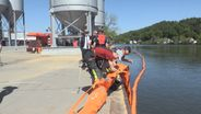 Ölwehrübung an der Donau    Bild:BR