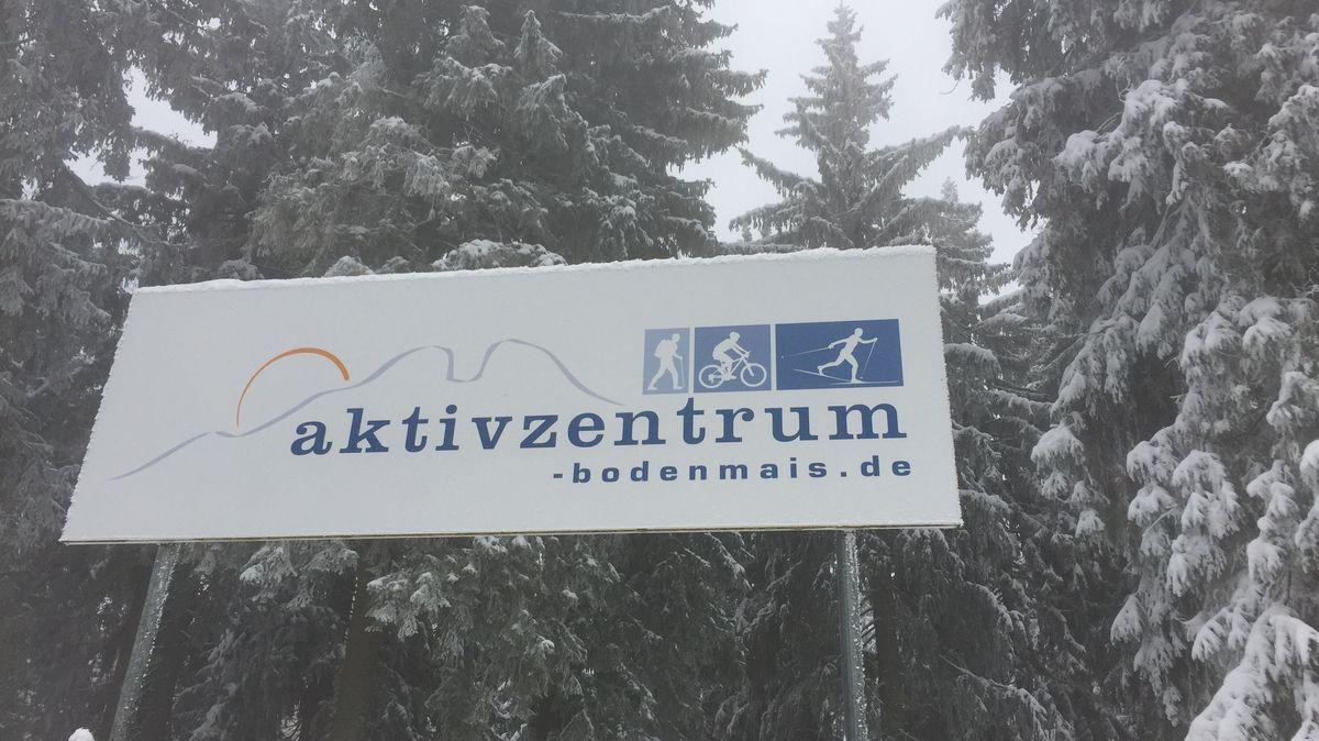 Schild des Aktivzentrums Bodenmais am Bretterschachten