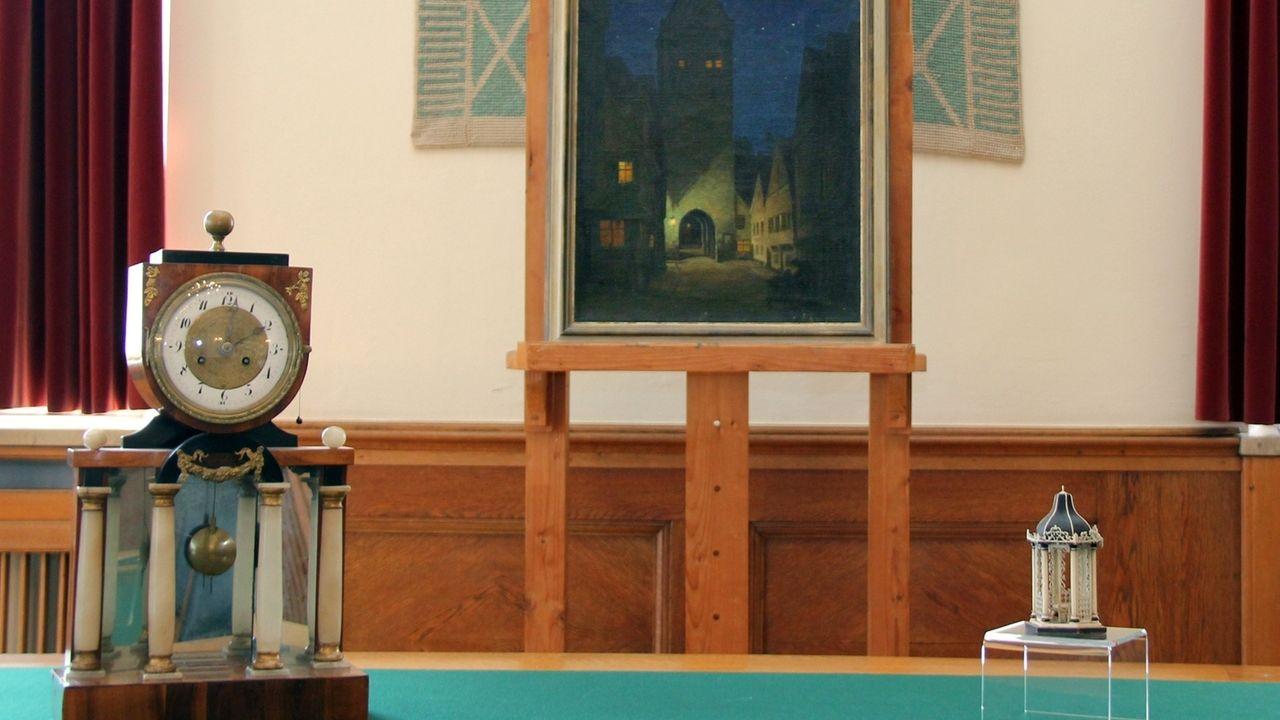 Eine Tischuhr, ein Gemälde und eine Elfenbeinminiatur aus der NS-Zeit wurden an die Nachkommen von Julius Guggenheimer zurückgegeben.