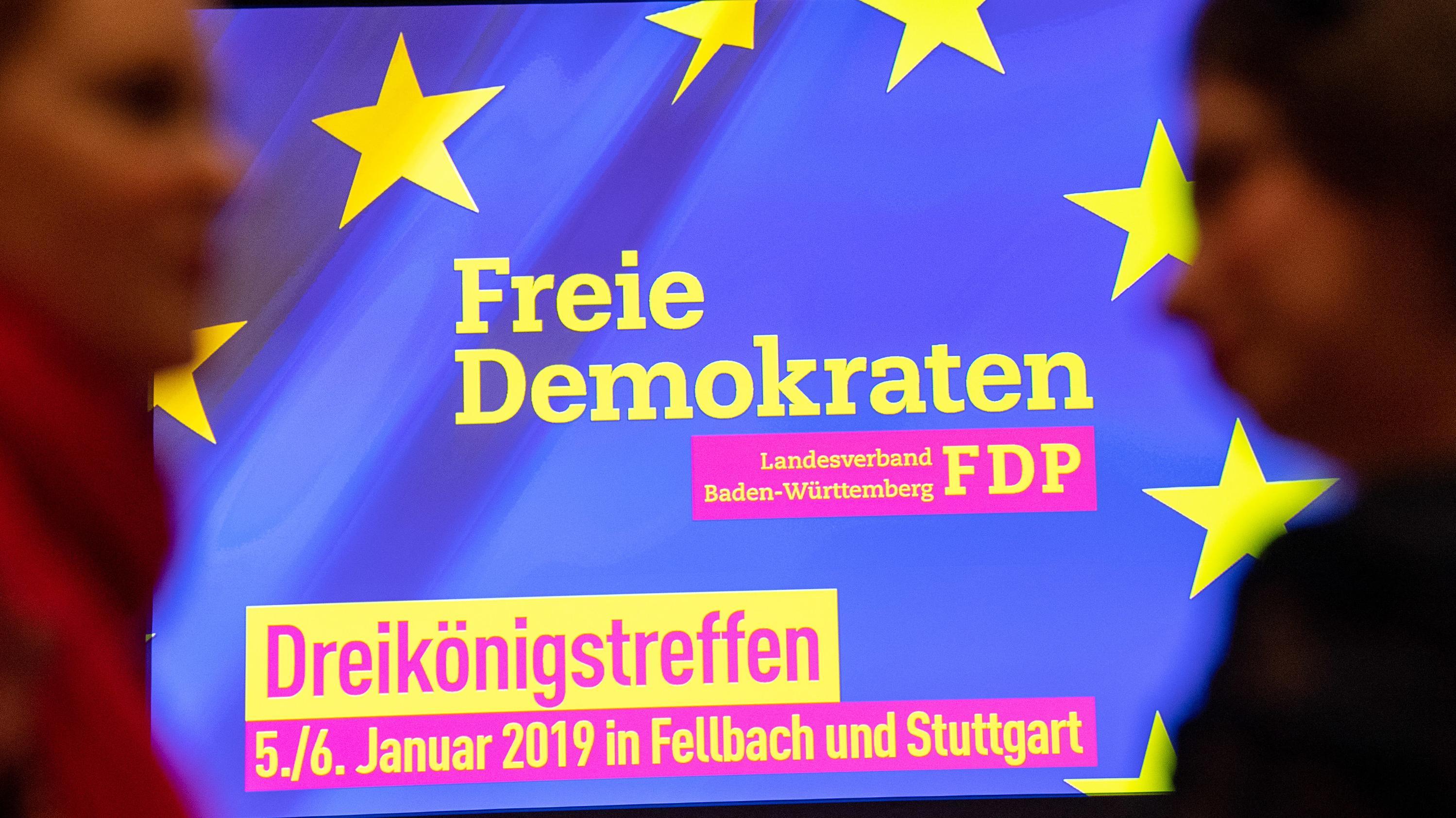 Dreikönigstreffen der FDP - Schriftzug auf dem Rednerpult
