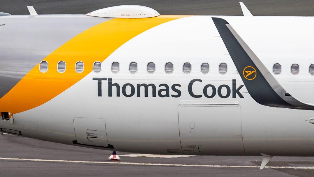 Vor der Pleite: Ein Flugzeug von Thomas Cook rollt auf dem Vorfeld des Flughafens. Jetzt gehört die Marke dem Konzern Fosun aus China.