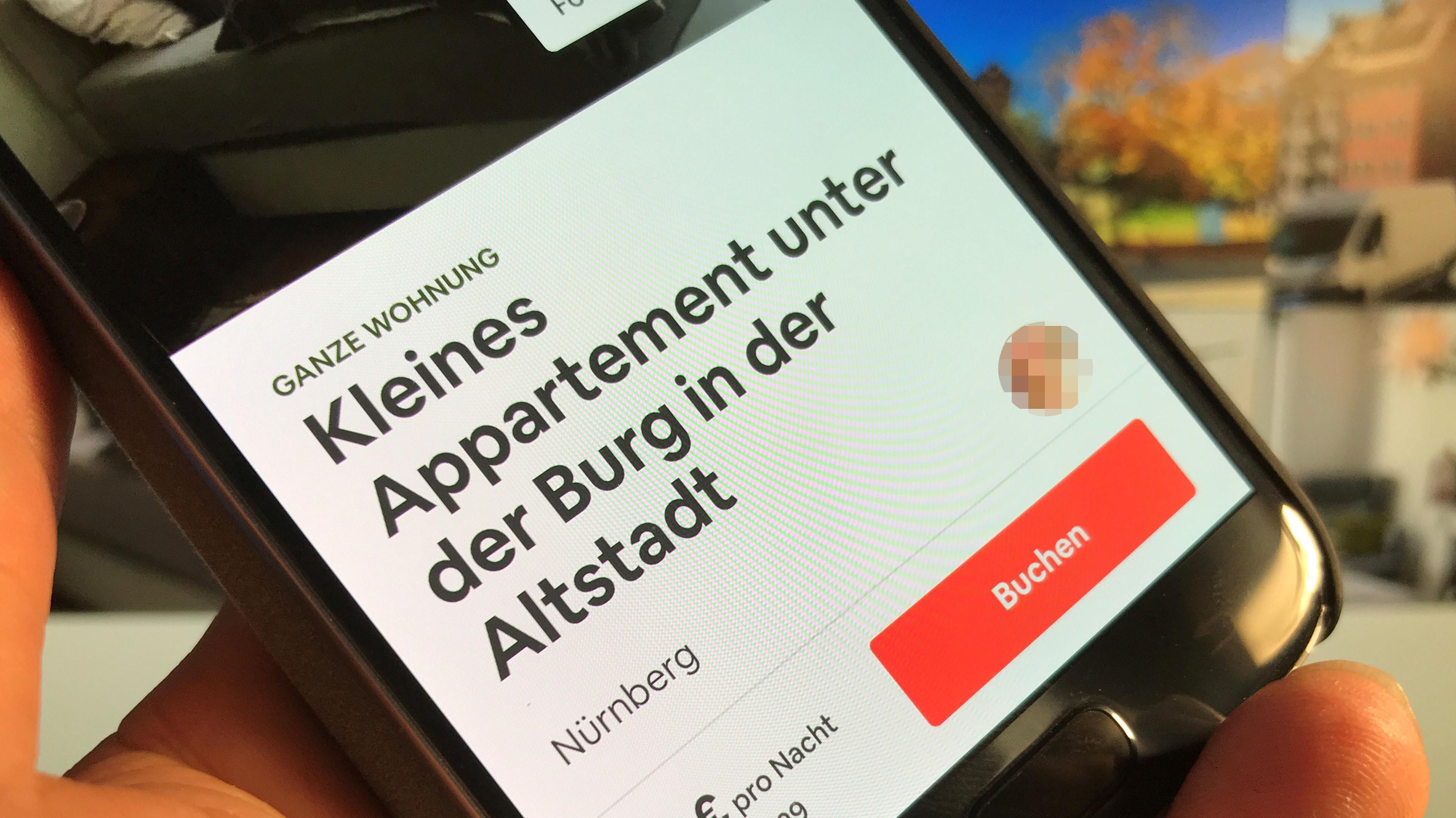 Airbnb-Website auf einem Smartphone
