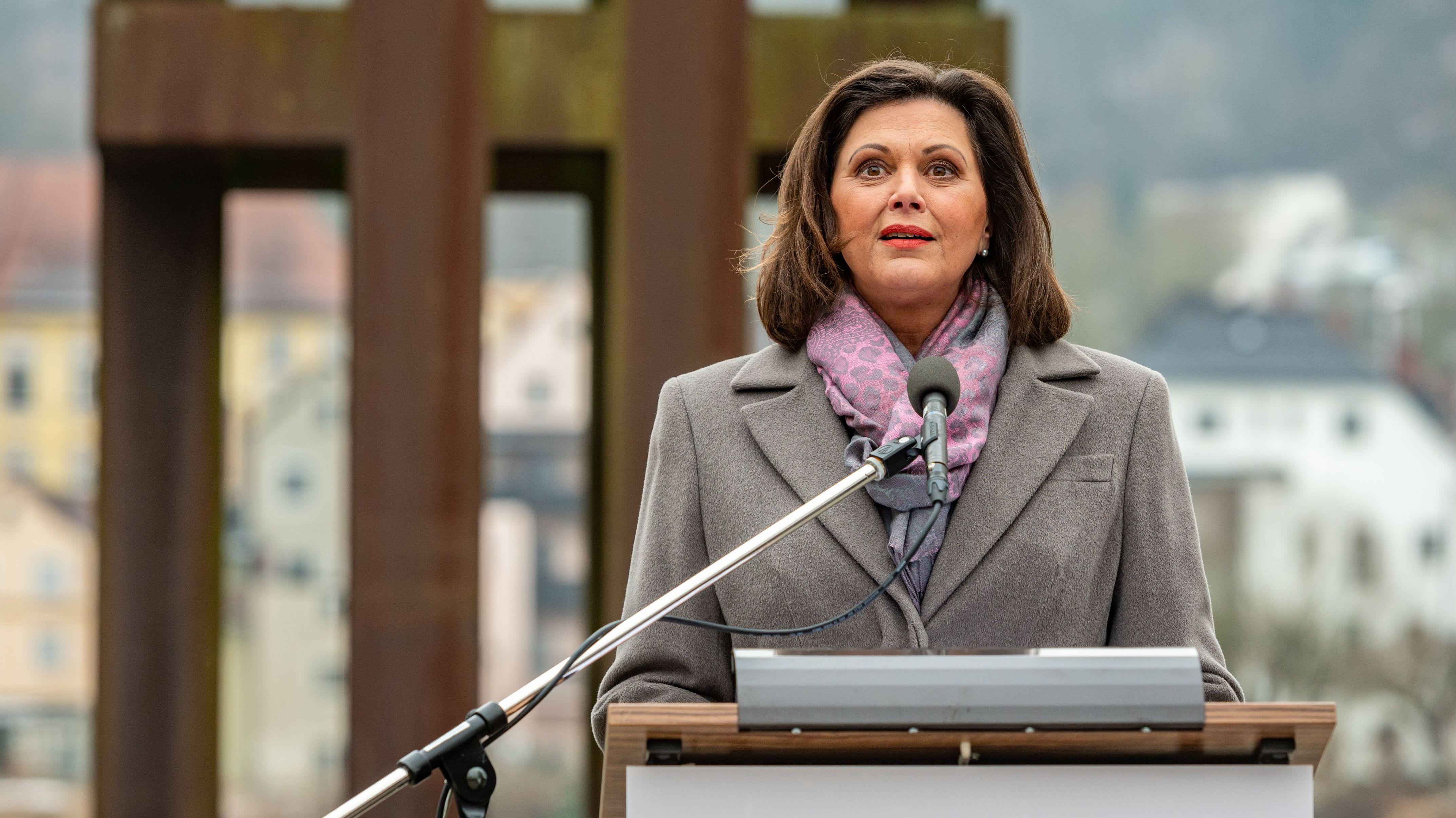 Ilse Aigner beim Holocaust-Gedenktag in Passau
