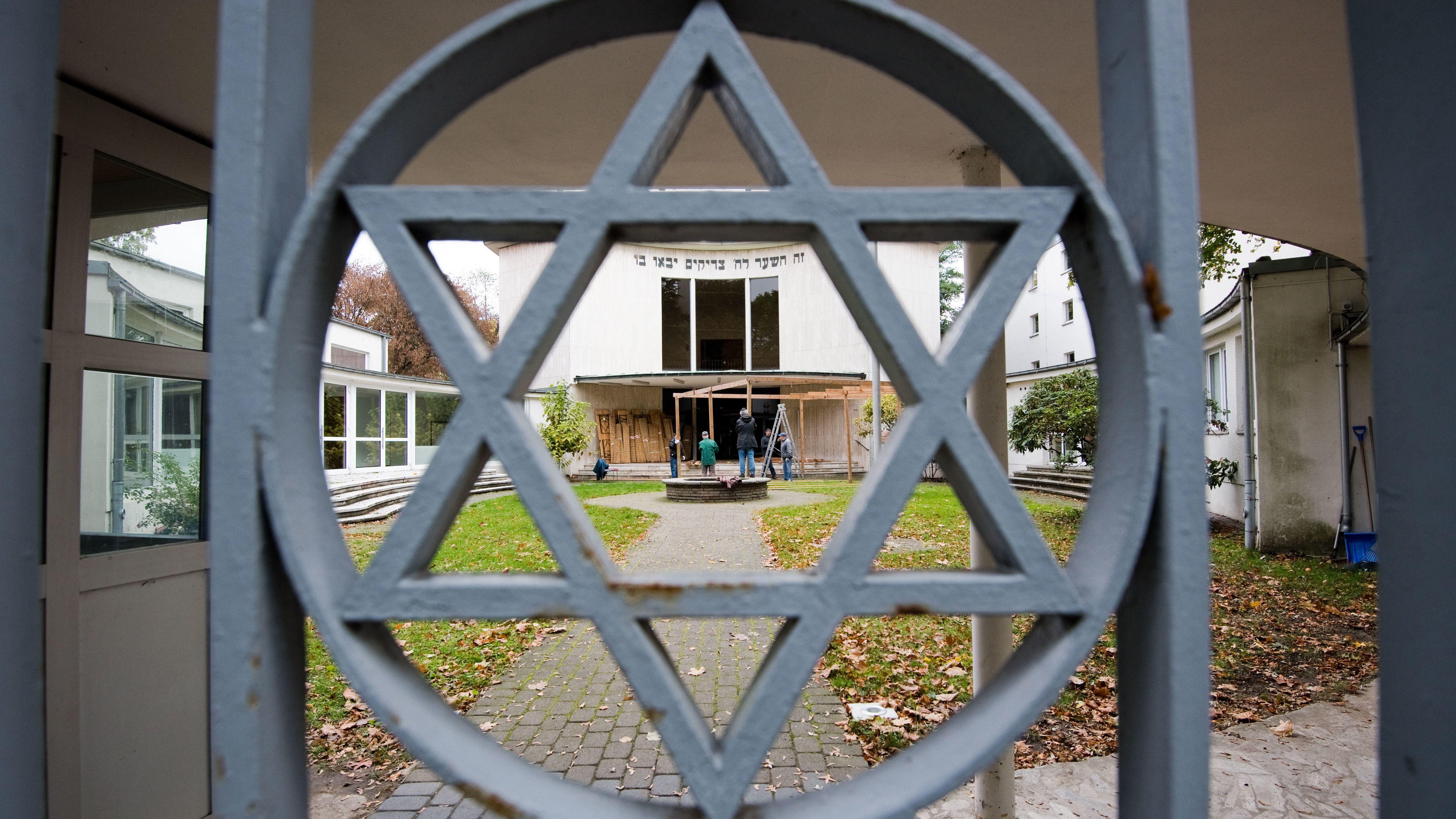Ein Davidstern am Eingang zur Synagoge der Jüdischen Gemeinde Hannover.