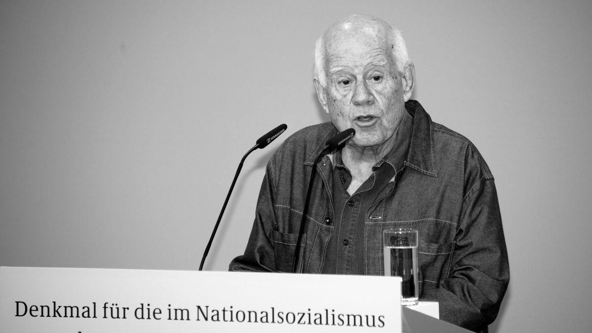 Dani Karavan bei der Einweihung des Denkmals für die im Nationalsozialismus ermordeten Sinti und Roma Europas (2012) .